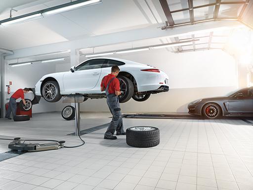 Die neue Service-Hotline im Porsche Zentrum Reutlingen.